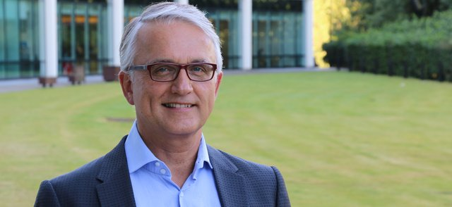 Dr Paul Peter Tak